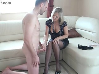 doxy older makes a wank with the feet