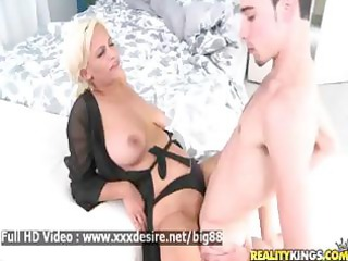 holly brooks - pretty sexy d like to fuck