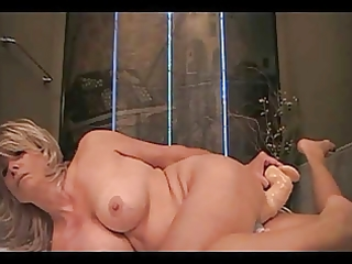 lonely mother i makes a decision to fuck herself