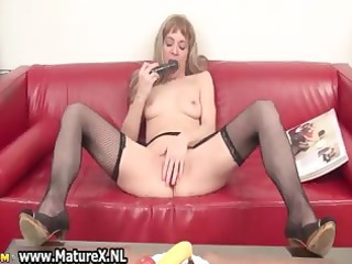 messy mature wife likes to stick a sextoy