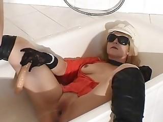 void urine drinking doxy wife in the bath