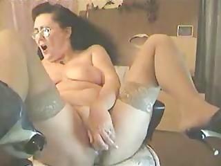my 38 years old mamma masturbating at computer.