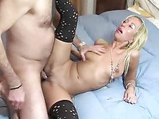 taut d like to fuck takes and gapes by her doc !