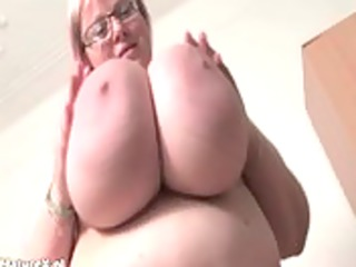 Busty fat mature babe shaking her huge
