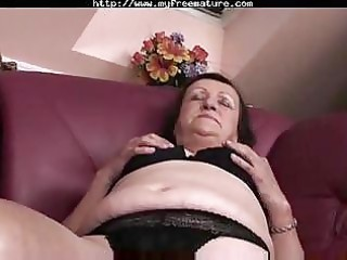 plump granny plays and fingers