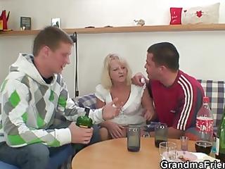 partying boyz screw blond granny
