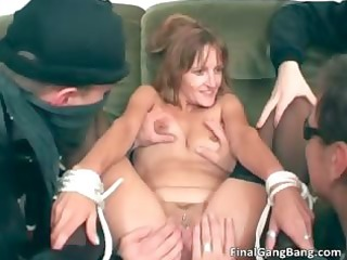 hot sexy slender body naughty brunette d like to