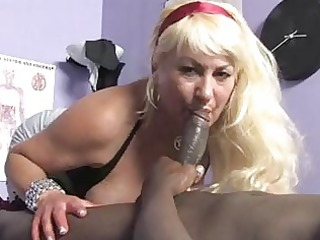 sporty blonde momma with big melons sucks