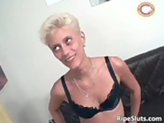 horny blond mum with good tits gets