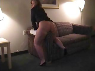 bulky dark brown d like to fuck is rubbing her