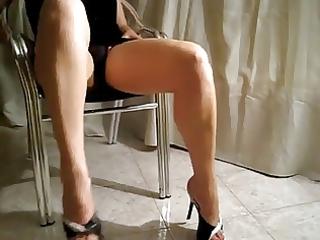 giginos wife touches herself.......