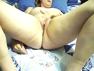 lonely wife prares for hardcore masturbation with