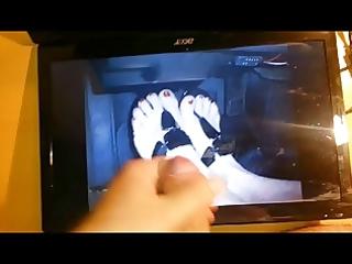 cum tribute on shomp hawt wife feet with flip