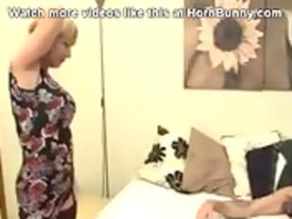 british mamma wakes up her son and sucks his knob