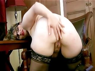 english mum masturbates in her office