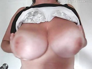 busty mother i shows off the twins