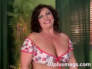 meet this chunky latin chick aged