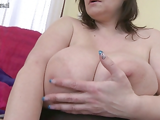 breasty british mamma shows off great rack and