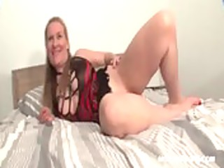 hot aged hottie showing her fuckable cum-hole