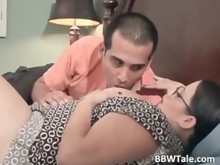 sexy and bulky wife enjoys in wet fellatio